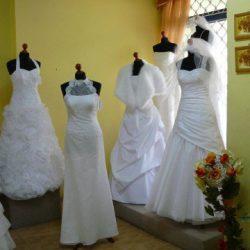 sprzeda kilka  sukien ślubnych